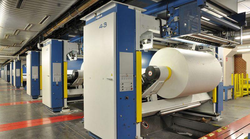 Maschine in der Papierindustrie. Rohstoffe und Fasertechnologie.