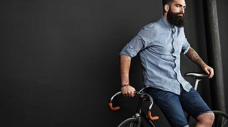 Hipster auf trendigem Rennrad.