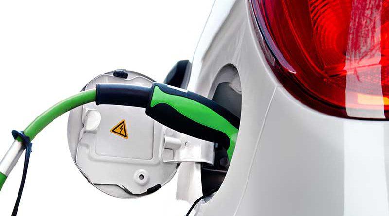Auto mit Benzin auftanken.