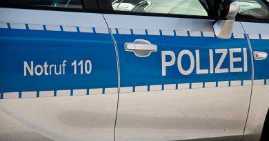 Polizei, Feuerwehr und Katraststropheneinsatzkräfte.