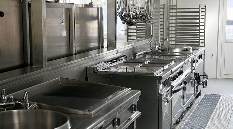 Küchenausstattung, Wohnungsgegenstände, Alltagshelfer und Gastrogewerbe.