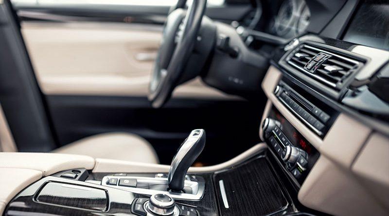 Fahrzeuginnenausstattung und Innenraumkomponenten.