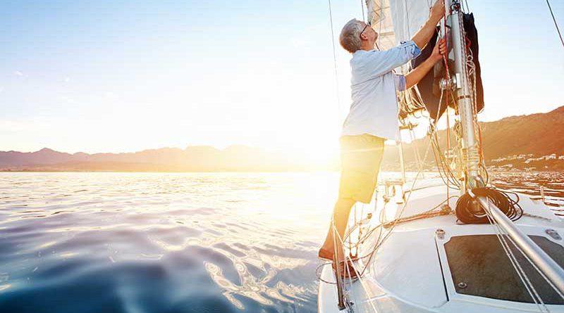 Seegelboote, Bootstouren und Yachten.