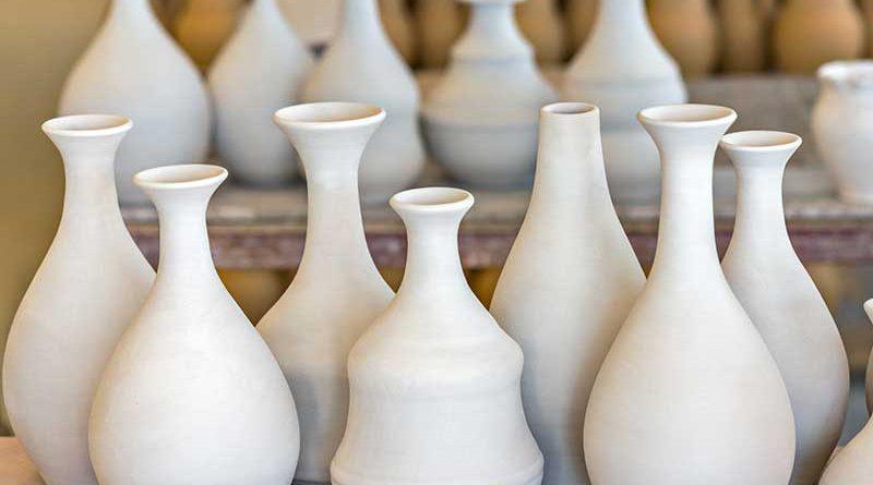 Keramikwaren - Aussteller mit verschiedensten Keramikgegenständen, wie Vasen,....