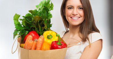 Frisches Obst, Gemüse und Kräuter.