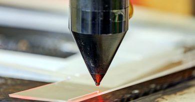 Laser - Oberflächen- und Materialbearbeitung.