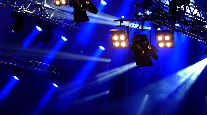 Sound-, Licht- und Bühnentechnik.