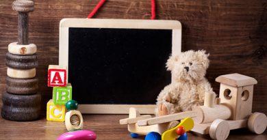 Teddybären, Eisenbahn, Kreisel, Spielwürfel & Maltafel - Welt der Kinderspielzeuge.