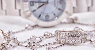 Luxuriöse Uhren und Schmuck.