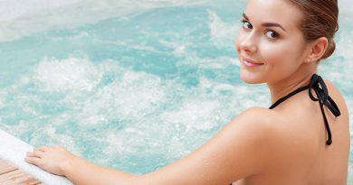 Wellness - Schwimmbad, Sauna und Spa.