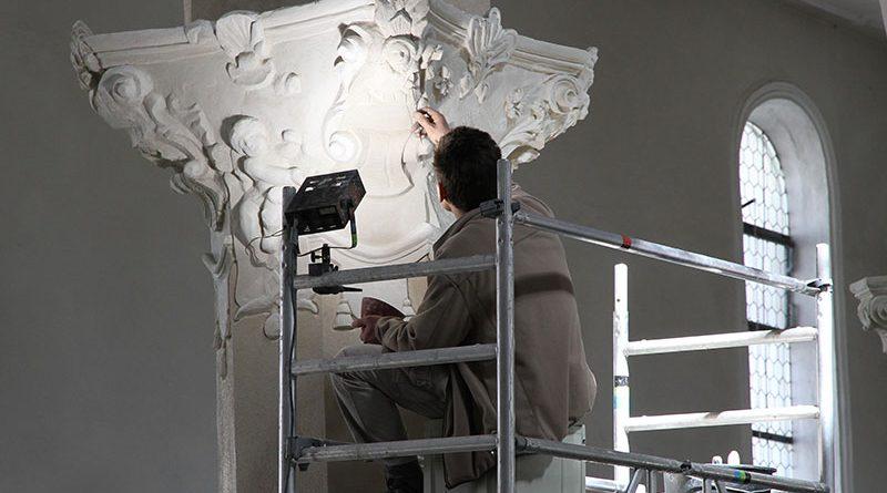 Spezielles Fachwissen, Handwerkstechniken und Verfahren für eine sachgerechte Restaurierung denkmalgeschützter Architektur.
