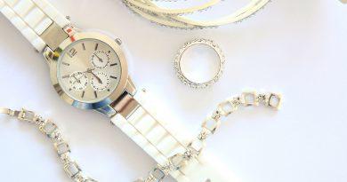 Wertvolle Uhren, Ringe und Schmuck.