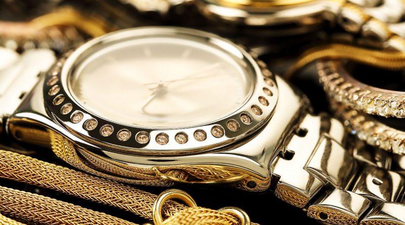 Uhren, Echtschmuck und Trendschmuck.