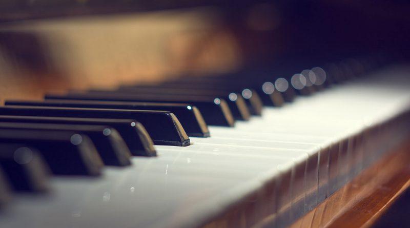 Musikinstrumente, Musikindustrie, Instrumentenbauer und Zubehörlieferanten.