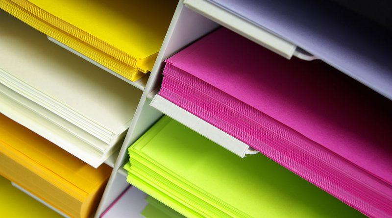 Dekoration- ,Bastel-, Papier-, Büro- und Schreibwaren.
