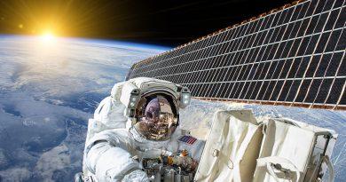 Ab ins Weltall - Raumfahrttechnologie und Raumfahrtindustrie.