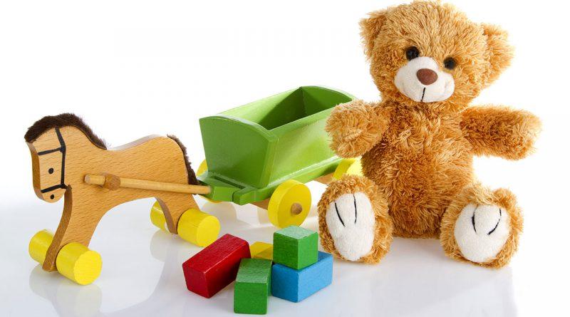 Plüsch Teddys, Schaukelpferd, Lego und Bausteine. Spielwaren aller Art.